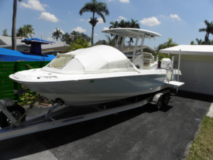 Boston Whaler Dauntless 270 with The Element bow dodger boat tent sprayhood