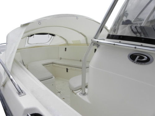 Pursuit 2870 Center console boat bow dodger