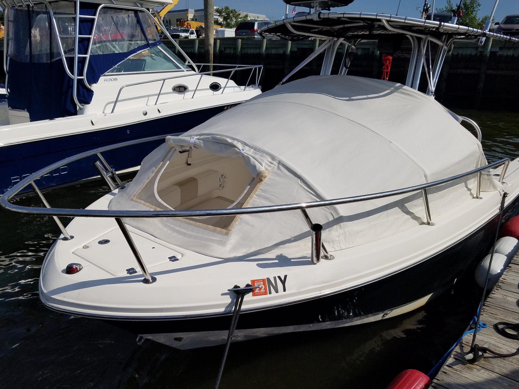 Robalo R222 Center Console Offshore Boat Saltwater Fishing
