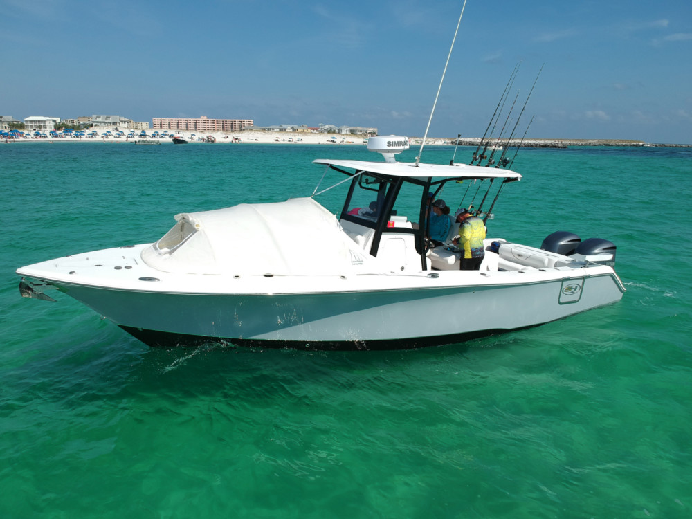 Sea Hunt Gamefish 30 beautiful fishing boat with crew bow dodger boat shade kids on board